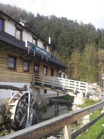 Motorest Mlynarka - Rajecke Teplice: Vchod do restaurace