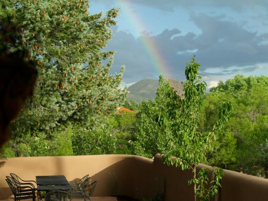 Casa Cuma Bed & Breakfast: Rainbow over Santa Fe as seen from Casa Cuma B&B