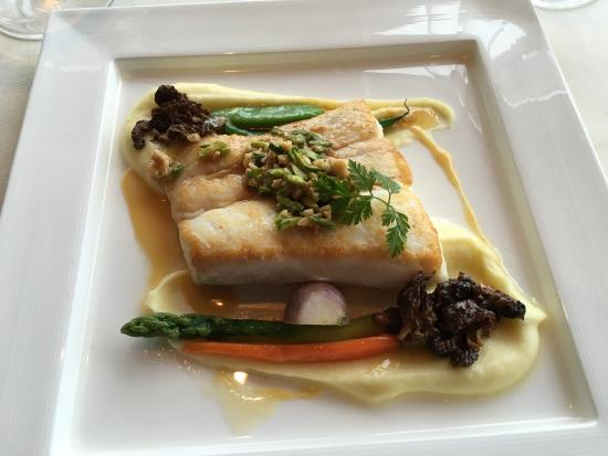 Five Sails Restaurant: Spinach/cheese ravioli, halibut and sea bass entrees, rum-raisin ice cream, vanilla bean sauce,