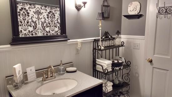 The Burr House : Bathroom