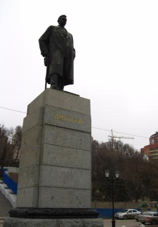 ‪Monument to Gorkiy‬