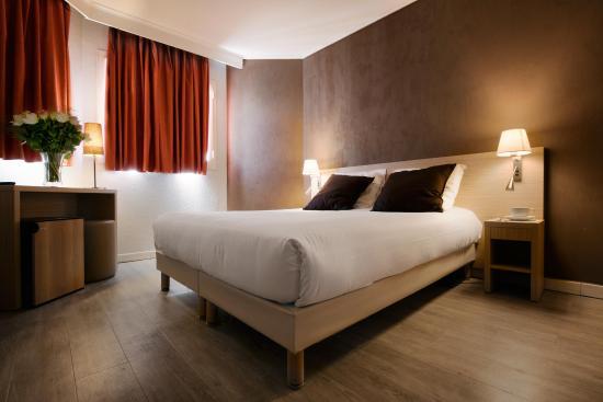Chambre Double Avec Baignoire Ou Douche  Photo De Hotel De L