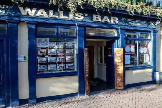 ‪Wallis Bar‬