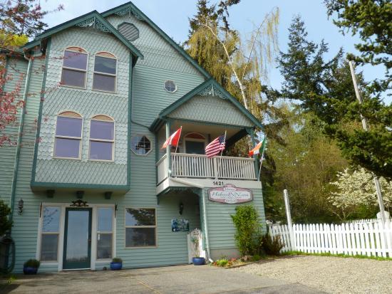 Huber's Inn Port Townsend: Enjoying PT