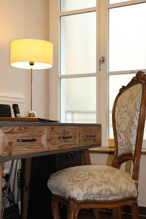 Hotel Jean Moet: Bureau dans les chambres