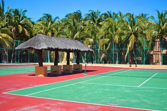 Hotel Reef Yucatan - All Inclusive & Convention Center : Chanchas de Tenis