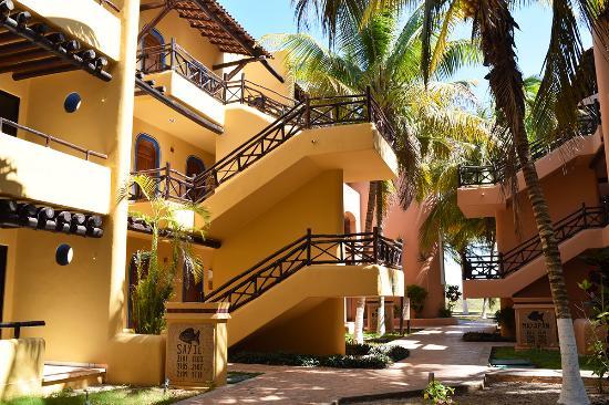 Hotel Reef Yucatan - All Inclusive & Convention Center : Pasillos interiores.