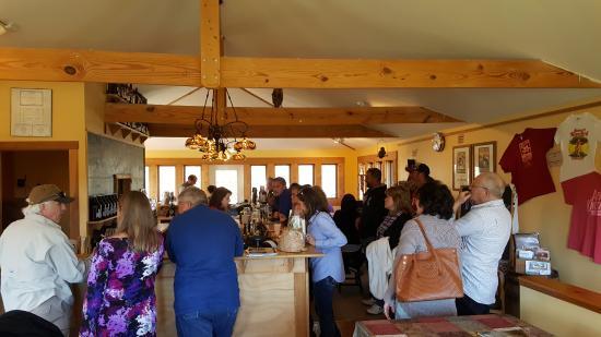 Cobden, IL: Tasting Bar Area