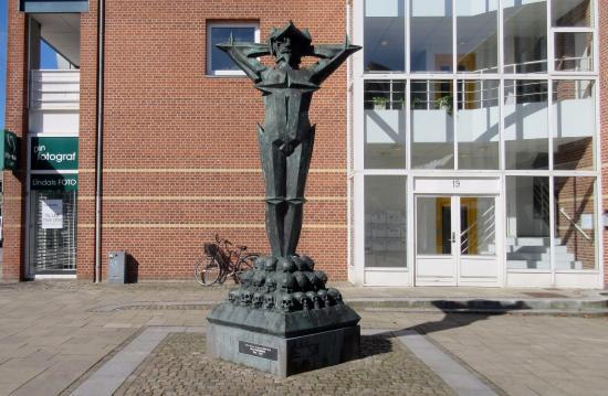 Vejen, الدنمارك: Militarismen, set fra øst
