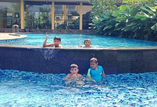 berenang asik ditangerang ulasan narita hotel tangerang rh tripadvisor co id