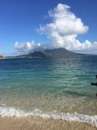 Lion Rock Beach Bar and Grill : View of Nevis from Lion's.