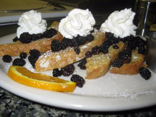 Lyndonville, VT: awesome blackberry pancakes!