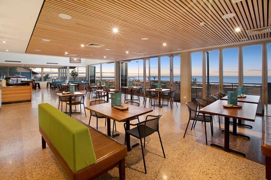 the beach club restaurant bar picture of onslow beach resort rh tripadvisor com