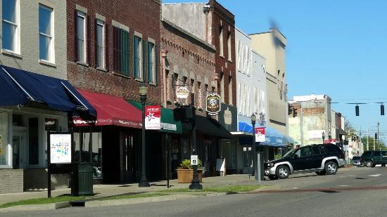 Murray, KY: Parts of the square.