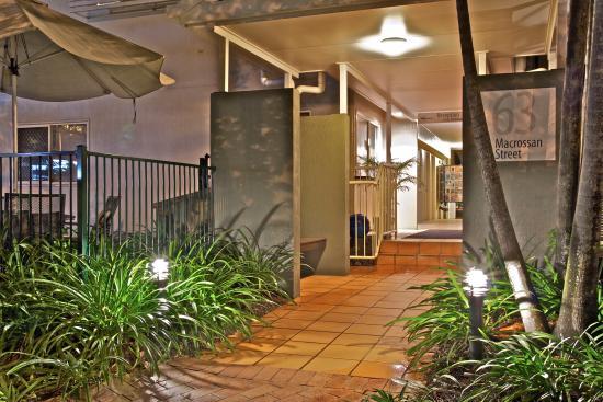 Port Douglas Apartments: Entrance