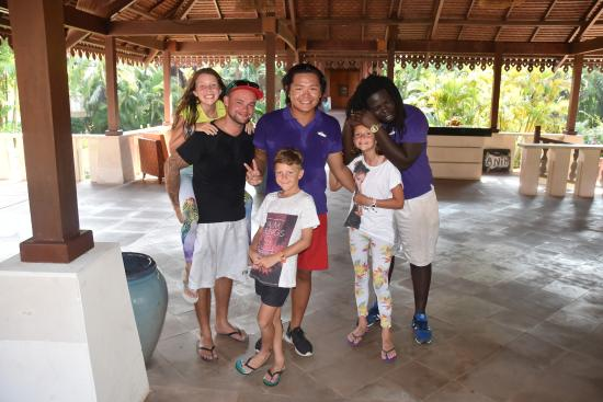 single parent club med Staying in any @clubmed resort means parents have no worry to leave kids coz there's mini club to keep kiddos busy all dat with their friends, led by club med go, so parents can lay back on the beach.