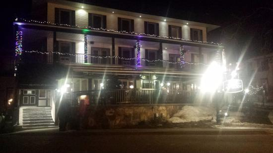 Hotel Mont-Tremblant: Front of hotel and hotel's bar/restaurant.