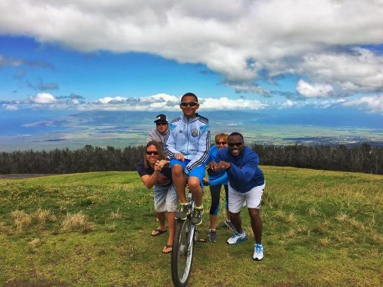 "Paia, Hawái: ""Boblsed Pose"" with Maui Easy Riders!"
