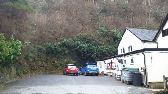 Brendon, UK: Inn side car park