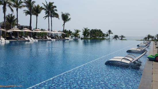 Lingshui County, China: the main pool