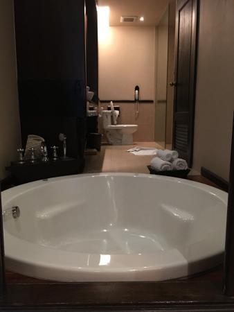 Siripanna Villa Resort & Spa: Deep soaking tub