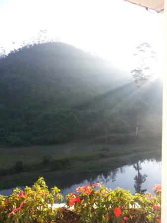 Westwood Riverside Garden Resorts: Morning view of the river and the mountains