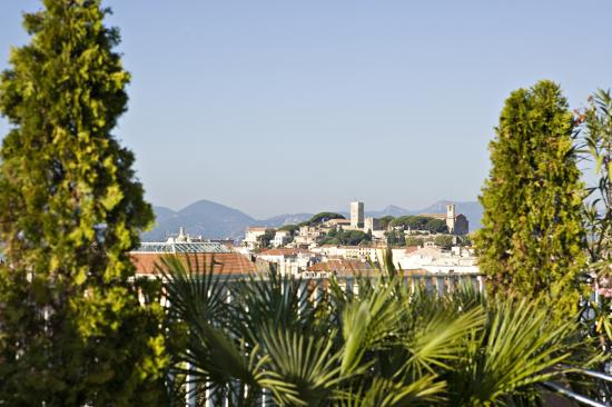 BEST WESTERN CANNES RIVIERA & Spa : view from the pool