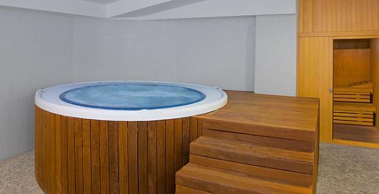 Hotel rh bayren parc 6 8 54 opiniones for Jacuzzi interior precios