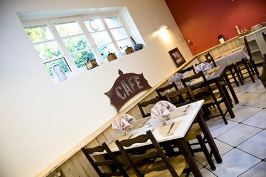 l 39 estive restaurant salon de provence picture of restaurant l 39 estive salon de provence. Black Bedroom Furniture Sets. Home Design Ideas