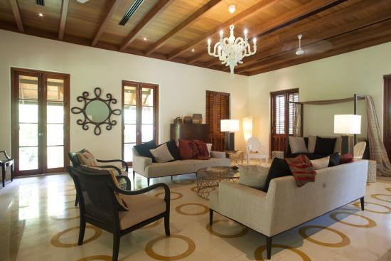 Indian Summer House: The Luxurious Living Room
