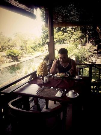Tirta Ayu Hotel & Restaurant: Enjoy