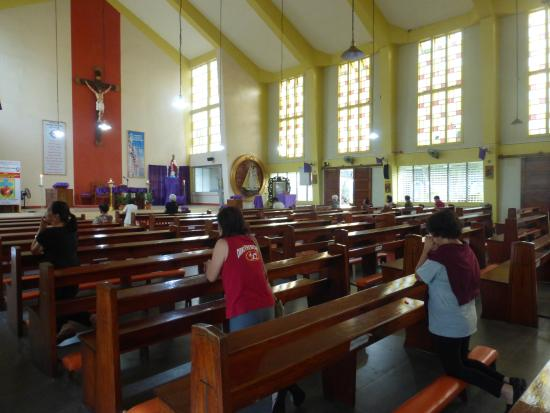Oriental Mindoro Province, Filippinerna: Travelers finds a moment of solitude with the Lord.