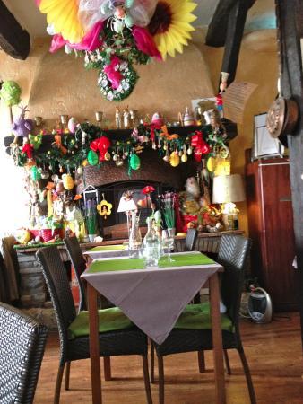 decoration pour paques autour d ela cheminee - Picture of L ...