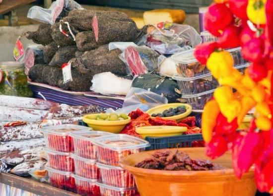 Can Pastilla, إسبانيا: прилавки на рынке