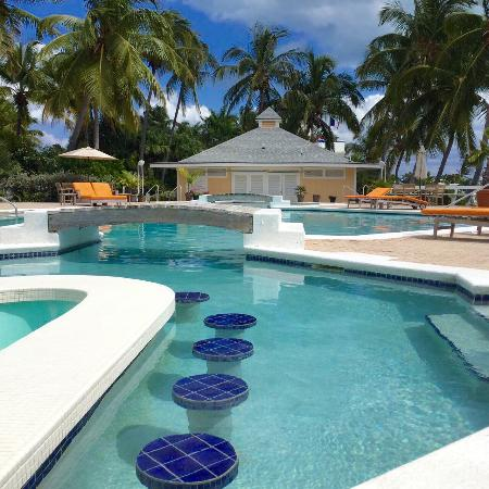 Abaco Beach Resort and Boat Harbour Marina: Swim Up Pool Bar