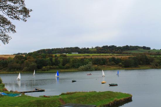 Озеро у замка Linlithgow