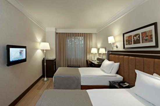 Senator Hotel: Double Room -Twin Bed