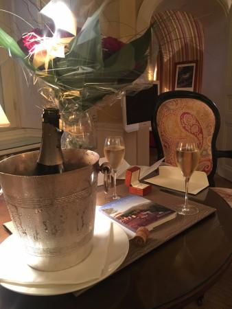 Domaine de la Tortiniere: Hotel staff were exceptional in helping arrange flowers and champagne