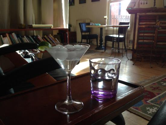 Santa Fe Oxygen & Healing Bar: Sipping my drink before my massage while reclining in a chair and having an ozone boost