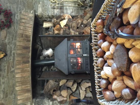 Llanfabon Inn: fireplace