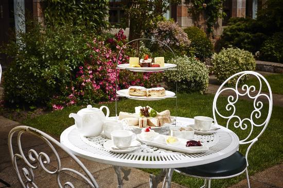 St. Peter, UK: Afternoon Tea in the garden