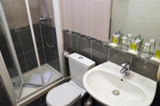 Salle de bain avec douche photo de hotel du roule for Hotel avec bain