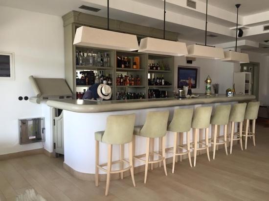 Saint Andrea Seaside Resort: bar at the reception area