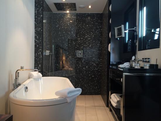 Einrichtung bad  Tolles und offenes Bad. WC separat. Schöne Einrichtung. - Bild von ...