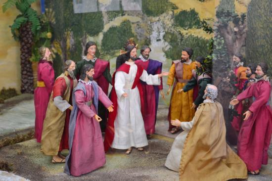Schongau, Германия: Библейские сюжеты в церкви, оформленные к Рождеству