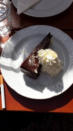 Zum Basilisken: Vienna, go and eat your Sachertorte here in der Basilisk restaurant!