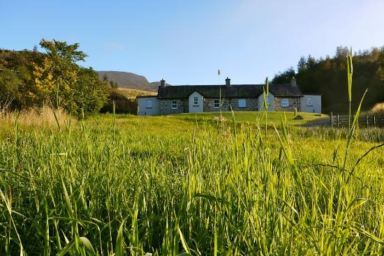Newtonmore, UK: Looking up to Gaskbeg Cottages