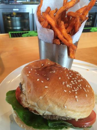 Jake's Burger: Sweet potato frys!