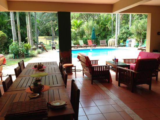 Avalone Guest House: Breakfast terrace and pool