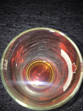 Bra öl. Glaset är tomt. Haj.